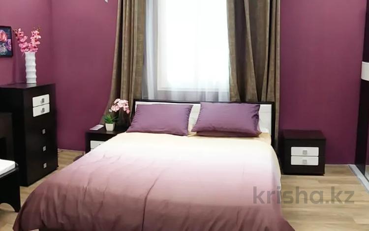 2-комнатная квартира, 60 м², 3/5 этаж посуточно, Тауке Хана 8 за 10 000 〒 в Шымкенте, Аль-Фарабийский р-н