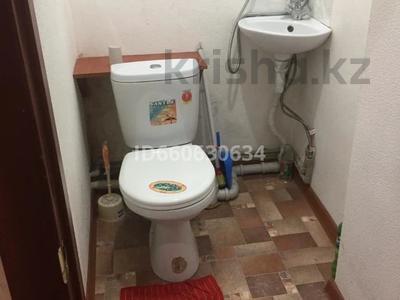 3-комнатная квартира, 80 м², 3/3 этаж посуточно, Агыбай Батыр 22 за 10 000 〒 в Балхаше — фото 6