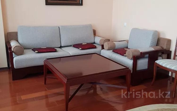 3-комнатная квартира, 130 м², 9/14 этаж помесячно, Азербайжана Мамбетова 16 за 280 000 〒 в Нур-Султане (Астана), Сарыарка р-н