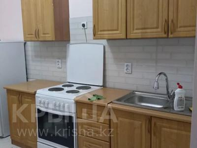 2-комнатная квартира, 54 м², 10/14 этаж помесячно, мкр Акбулак за 120 000 〒 в Алматы, Алатауский р-н