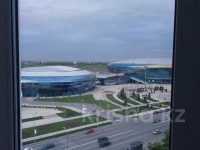 2-комнатная квартира, 54 м², 10/14 этаж помесячно, мкр Акбулак за 120 000 〒 в Алматы, Алатауский р-н — фото 11