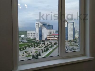 2-комнатная квартира, 54 м², 10/14 этаж помесячно, мкр Акбулак за 120 000 〒 в Алматы, Алатауский р-н — фото 12