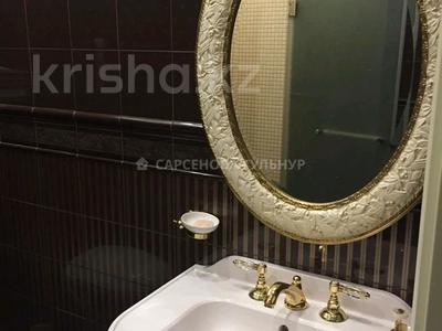 3-комнатная квартира, 130 м², 7/8 этаж помесячно, Омаровой 37 за 950 000 〒 в Алматы, Медеуский р-н — фото 14
