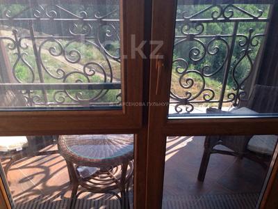 3-комнатная квартира, 130 м², 7/8 этаж помесячно, Омаровой 37 за 950 000 〒 в Алматы, Медеуский р-н — фото 21