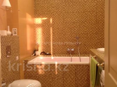 3-комнатная квартира, 130 м², 7/8 этаж помесячно, Омаровой 37 за 950 000 〒 в Алматы, Медеуский р-н — фото 24