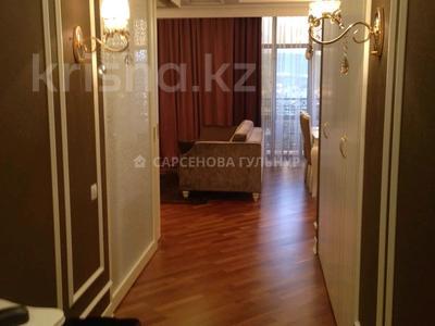 3-комнатная квартира, 130 м², 7/8 этаж помесячно, Омаровой 37 за 950 000 〒 в Алматы, Медеуский р-н — фото 8