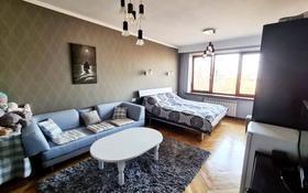 3-комнатная квартира, 85 м², Карасай батыра — Валиханова за ~ 58 млн 〒 в Алматы, Медеуский р-н
