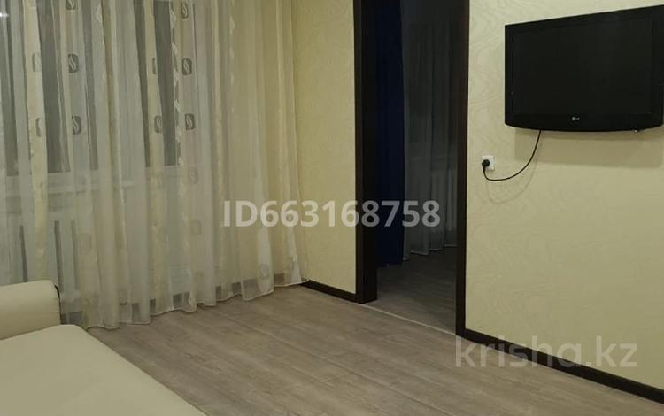 2-комнатная квартира, 47 м², 3/5 этаж посуточно, Строителей 4 за 8 000 〒 в Аксу