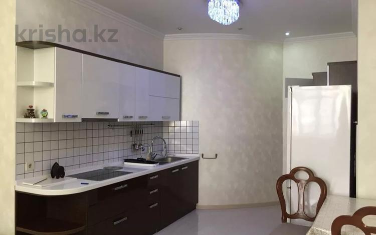 2-комнатная квартира, 85 м² помесячно, Омаровой 33 за 270 000 〒 в Алматы, Медеуский р-н