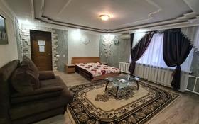 1-комнатная квартира, 50 м², 1/10 этаж посуточно, Интернациональная улица 83 — Сатпаева за 8 000 〒 в Петропавловске