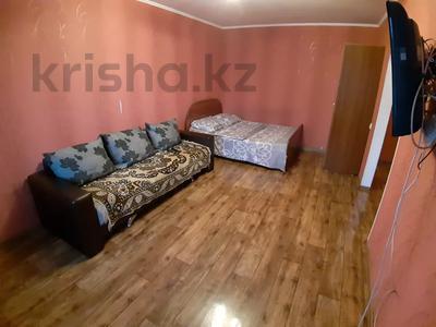1-комнатная квартира, 35 м², 3/5 этаж посуточно, Урицкого 74 за 5 000 〒 в Павлодаре — фото 3