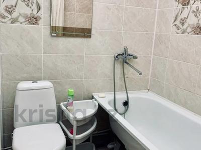 1-комнатная квартира, 35 м², 1/5 этаж посуточно, Славского 48 за 7 000 〒 в Усть-Каменогорске — фото 5