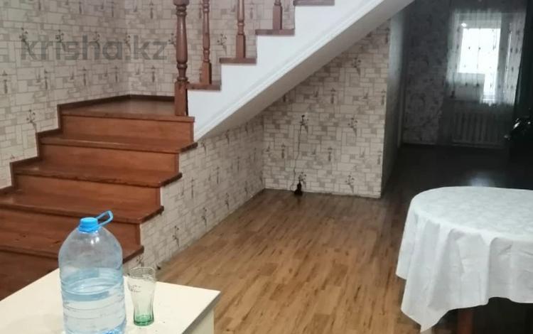 5-комнатный дом помесячно, 350 м², Митченко 27 за 500 000 〒 в Нур-Султане (Астана), Есиль р-н