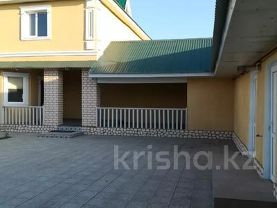 6-комнатный дом, 215 м², 10 сот., 7-й микрорайон 71 за 36 млн 〒 в Аксае — фото 2