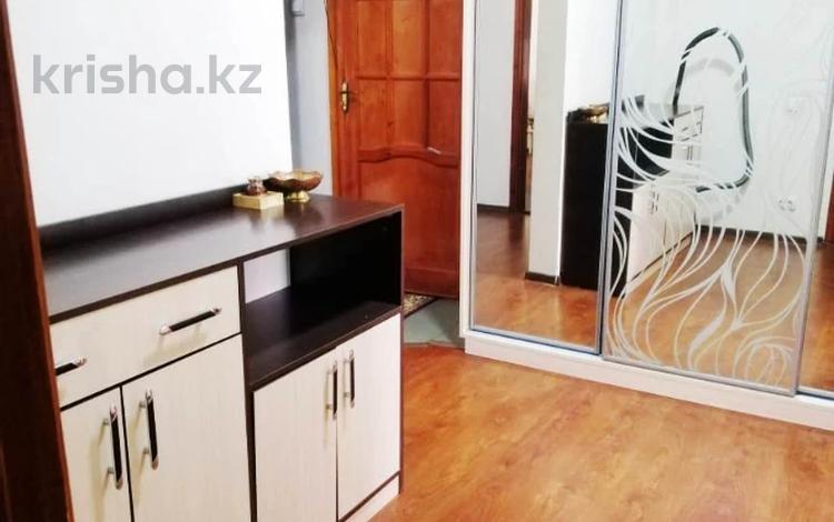 3-комнатная квартира, 68 м², 1/5 этаж, мкр Аксай-4, Мкр Аксай-4 за 27 млн 〒 в Алматы, Ауэзовский р-н