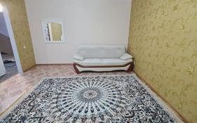 1-комнатная квартира, 52 м², 5/5 этаж помесячно, Алии Молдагуловой 56д за 120 000 〒 в Актобе