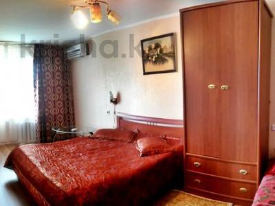 1-комнатная квартира, 31 м², 2/5 этаж посуточно, Азаттык 99а за 7 000 〒 в Атырау