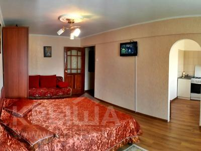 1-комнатная квартира, 31 м², 2/5 этаж посуточно, Азаттык 99а за 7 000 〒 в Атырау — фото 4