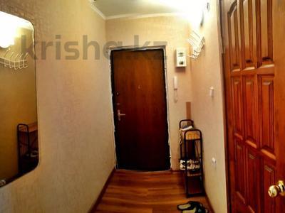1-комнатная квартира, 31 м², 2/5 этаж посуточно, Азаттык 99а за 7 000 〒 в Атырау — фото 6