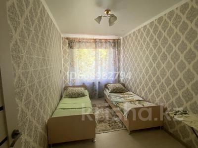 3-комнатная квартира, 60 м², 2/3 этаж посуточно, проспект Момышулы 9А — проспект Республики за 15 000 〒 в Шымкенте, Аль-Фарабийский р-н