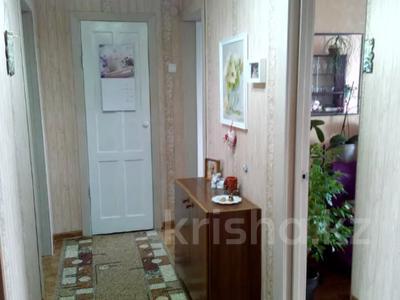 4-комнатная квартира, 77 м², 5/5 этаж, Байтурсынова 4 за 13.8 млн 〒 в Семее — фото 2