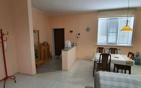 3-комнатная квартира, 95 м², 1/4 этаж помесячно, Крупская за 160 000 〒 в Атырау