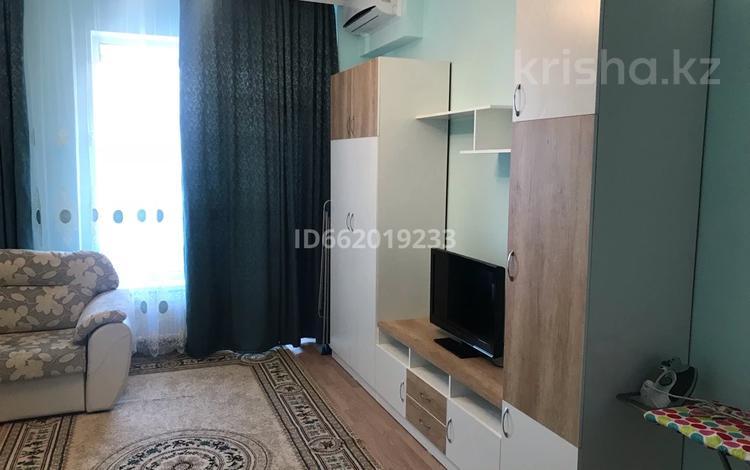1-комнатная квартира, 42 м², 5/8 этаж помесячно, Кабанбай батыр 60А/15 за 130 000 〒 в Нур-Султане (Астана), Есиль р-н