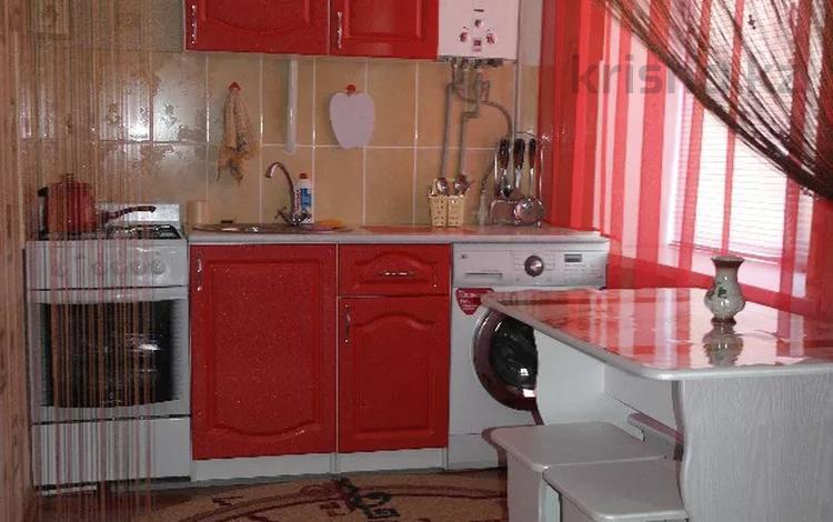 1-комнатная квартира, 30 м², 1/5 этаж посуточно, Карбышева 62 — проспект Абулхаир Хана за 6 000 〒 в Уральске