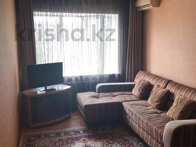 1-комнатная квартира, 36 м², 3/5 этаж посуточно, Бухар-Жырау 72 за 4 000 〒 в Караганде, Казыбек би р-н