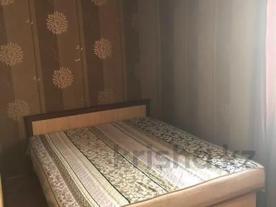 1-комнатная квартира, 36 м², 3/5 этаж посуточно, Бухар-Жырау 72 за 4 000 〒 в Караганде, Казыбек би р-н — фото 2