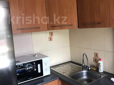 1-комнатная квартира, 36 м², 3/5 этаж посуточно, Бухар-Жырау 72 за 4 000 〒 в Караганде, Казыбек би р-н — фото 5