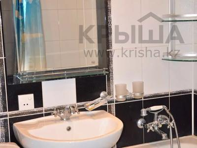 1-комнатная квартира, 36 м², 3/5 этаж посуточно, Бухар-Жырау 72 за 4 000 〒 в Караганде, Казыбек би р-н — фото 6