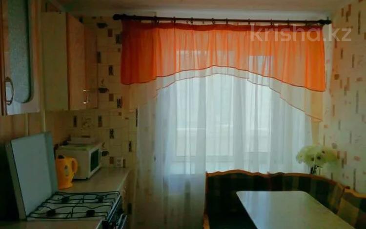 1-комнатная квартира, 36 м², 1 этаж посуточно, проспект Евразия — Ул.Петровского за 6 000 〒 в Уральске
