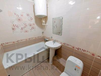2-комнатная квартира, 55 м², 2/5 этаж посуточно, Бухар Жырау 63 за 8 000 〒 в Караганде — фото 5