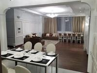 5-комнатная квартира, 203 м², 9 этаж помесячно