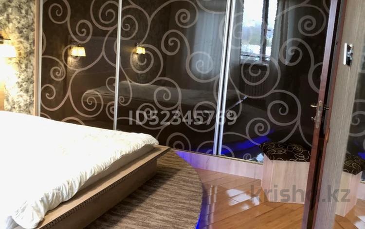 3-комнатная квартира, 85 м², 8/9 этаж помесячно, Толе би 180Б за 280 000 〒 в Алматы, Алмалинский р-н