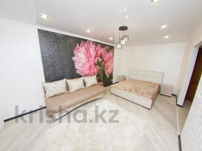 1-комнатная квартира, 35 м², 3/5 этаж посуточно, Абая 31 — Жумабаева за 10 000 〒 в Петропавловске — фото 3