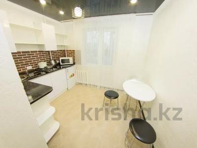 1-комнатная квартира, 35 м², 3/5 этаж посуточно, Абая 31 — Жумабаева за 10 000 〒 в Петропавловске — фото 6
