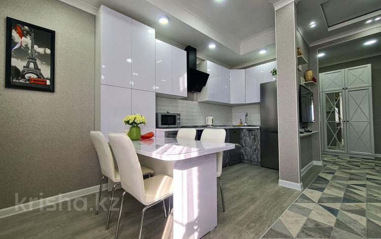 2-комнатная квартира, 80 м², 7/10 этаж посуточно, Махамбета Утемисова 125 Б за 22 000 〒 в Атырау