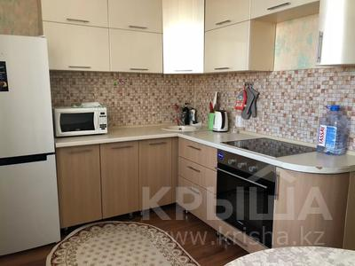 1-комнатная квартира, 40 м², 13/23 этаж посуточно, Туран 55/3 — Керей Жанибек хандар за 8 000 〒 в Нур-Султане (Астана), Есиль р-н