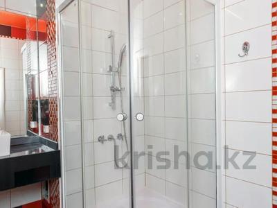 2-комнатная квартира, 75 м², 12/38 этаж посуточно, Достык 5 за 14 000 〒 в Нур-Султане (Астана), Есиль р-н — фото 12