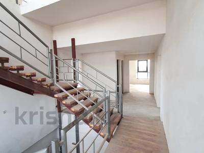 4-комнатная квартира, 313 м², 15/16 этаж, Республики — Гумар Караш за 61.5 млн 〒 в Нур-Султане (Астане), р-н Байконур