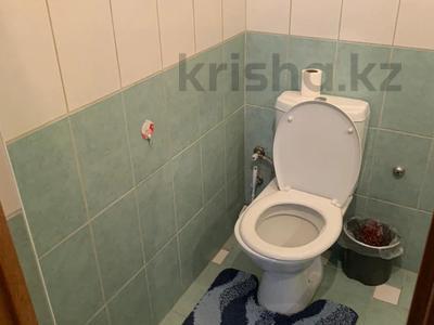 3-комнатная квартира, 115 м², 6/9 этаж помесячно, Сатпаева 29 за 170 000 〒 в Атырау — фото 6