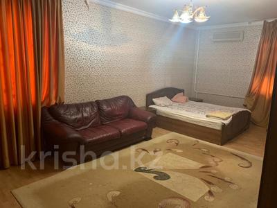 3-комнатная квартира, 115 м², 6/9 этаж помесячно, Сатпаева 29 за 170 000 〒 в Атырау — фото 10