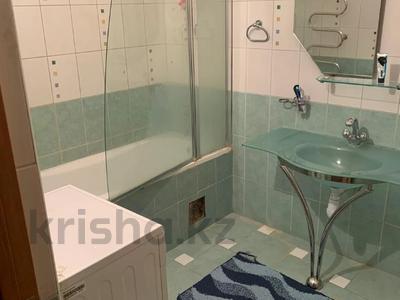 3-комнатная квартира, 115 м², 6/9 этаж помесячно, Сатпаева 29 за 170 000 〒 в Атырау — фото 2