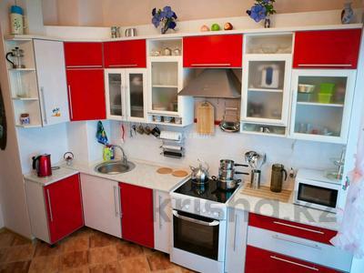 2-комнатная квартира, 90 м², 8/42 этаж помесячно, Желтоксан 2 за 230 000 〒 в Нур-Султане (Астана), Сарыарка р-н — фото 3