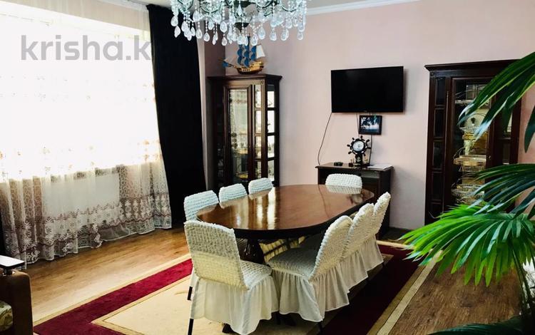 3-комнатная квартира, 160 м², 14/27 этаж посуточно, Аль-Фараби 7к5А — Козыбаева за 40 000 〒 в Алматы
