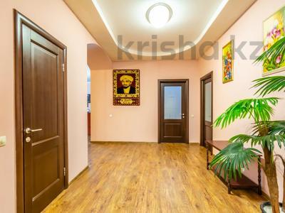 3-комнатная квартира, 160 м², 14/27 этаж посуточно, Аль-Фараби 7к5А — Козыбаева за 40 000 〒 в Алматы — фото 5