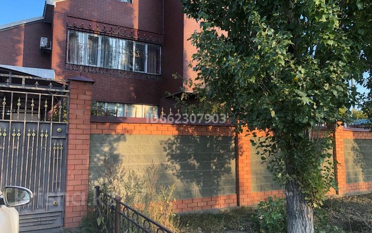 5-комнатный дом, 380 м², 13 сот., Бокенбай Батыра 29 за 120 млн 〒 в Актобе