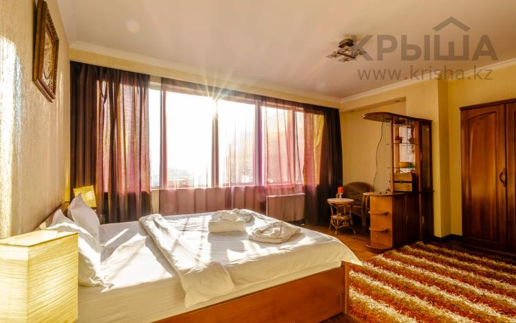 2-комнатная квартира, 100 м², 18/30 этаж посуточно, Аль-Фараби 7к5А — Козыбаева за 28 000 〒 в Алматы
